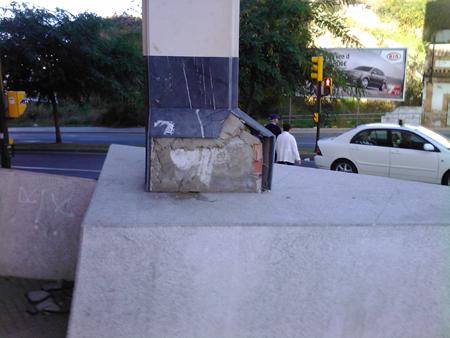 Desperfectos en el monumento