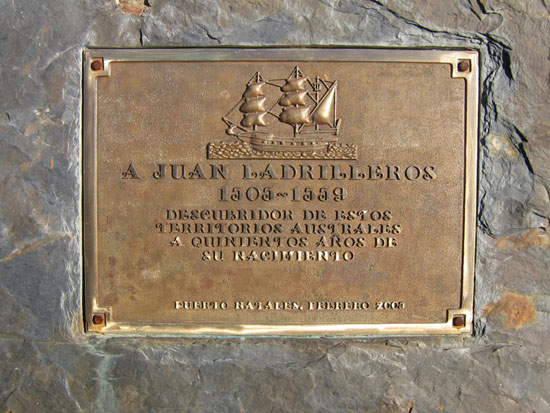Placa Homenaje a Juan Ladrillero en Puerto Natales (Chile)