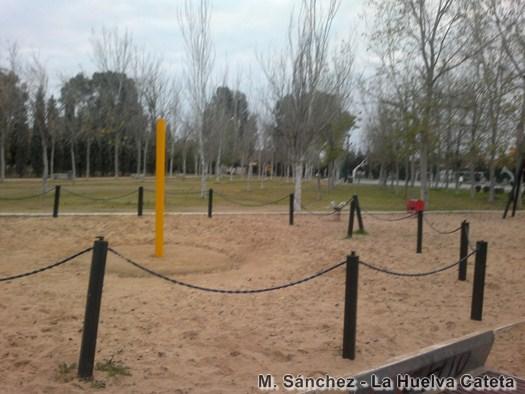 10.parque de juegos destrozado