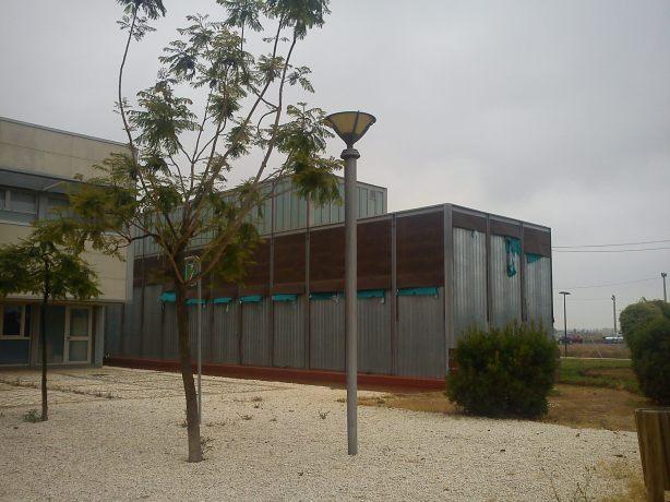 Centro Puerta del Atlántico con los paneles arrancados