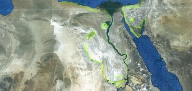 """Egipto. Una ciclópica cabeza de mono, dios Thoth, """"observa"""" la Península de Sinai cuyos contornos son los de una cabeza de halcón, dios Hórus."""